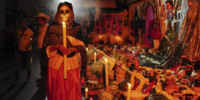 Dia dos Mortos é comemorado com alegres festas no México