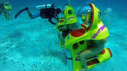 Aventura subaquática com BOB - as bolhas subaquáticas de Cancun. O toque futurista garante a diversão da atração!