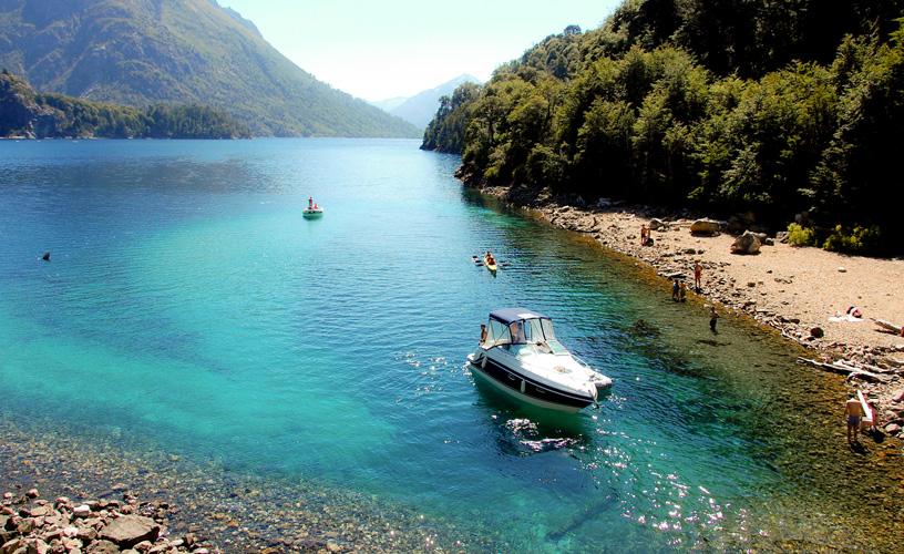 O Lago Nahuel Huapi encanta os viajantes que buscam aventura no verão de Bariloche